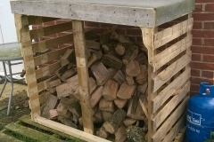 log store constructed from reclaimed pallet wood